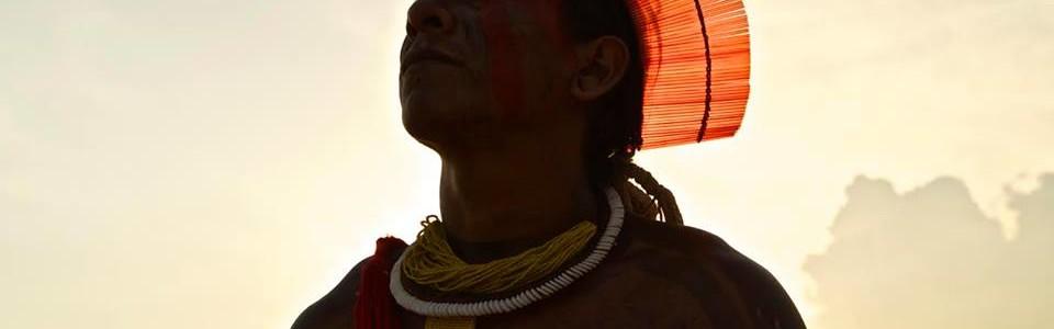 Cocares de Canudos – A arte feita à mão pelos guerreiros Kayapó